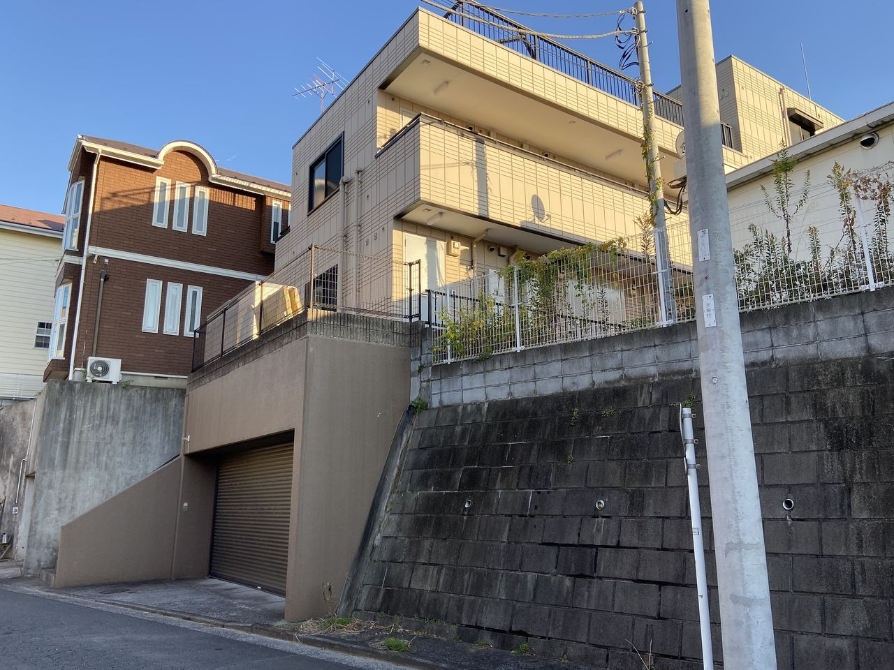 1Rマンション・クロワールワンの共用廊下側の外観