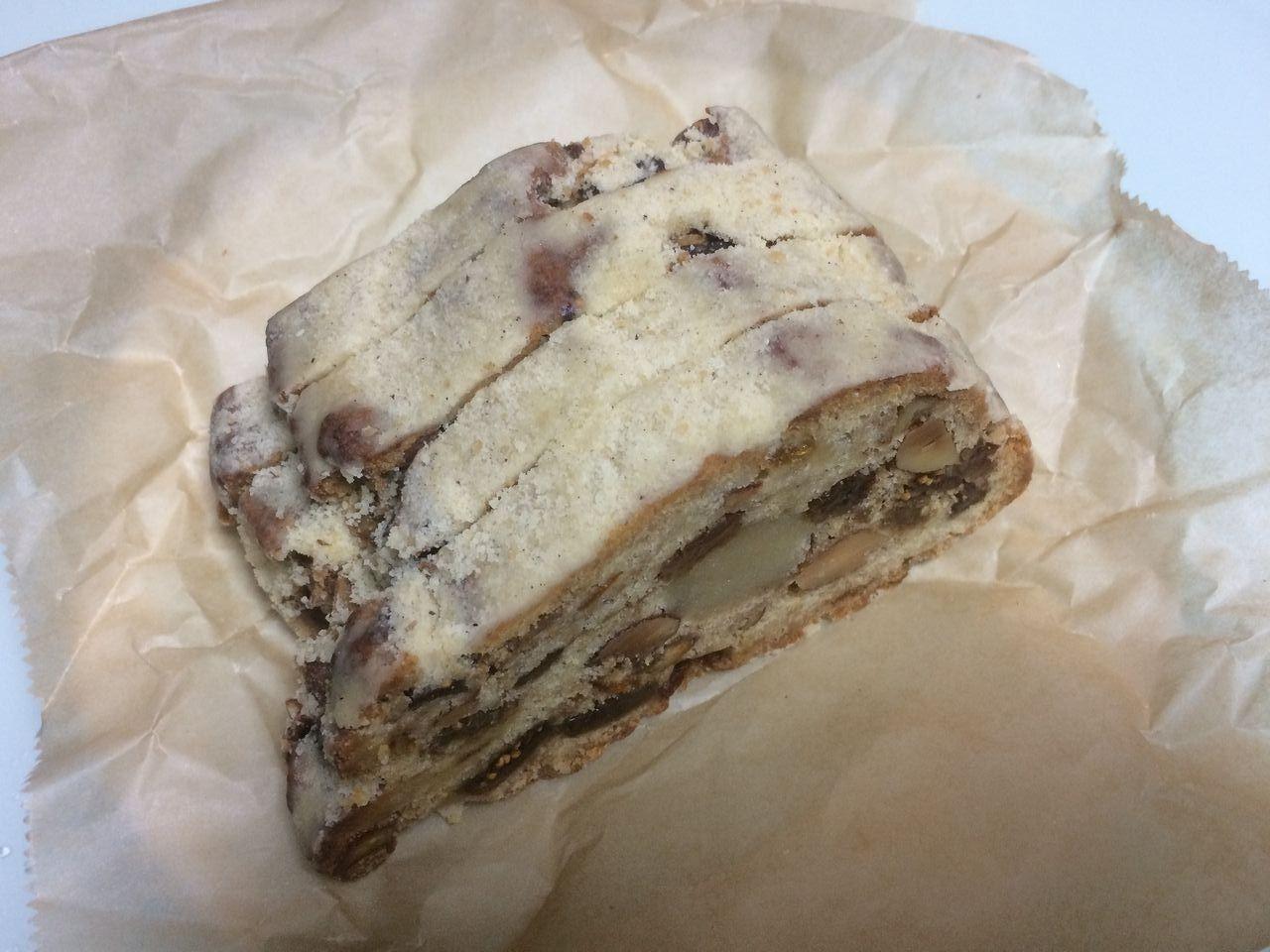 テナント物件をお探しの高森様(2019年7月26日オープンした「MadalenaCafe」/マダレーナカフェの店長様)から手作りのケーキをいただきました!クリスマスシーズンの「シュトーレン」というお菓子パン?です!ド…