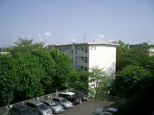 たまプラーザ団地2-5号棟の建物外観