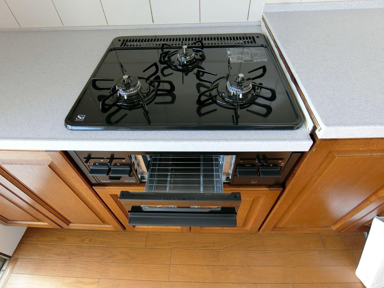 たまプラーザ団地ぼシステムキッチンの交換済みの3口ガスコンロ