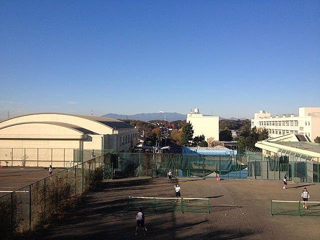 山内中学校の外観