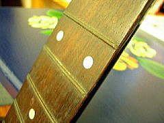 モーリスW-20の指板とフレットの様子