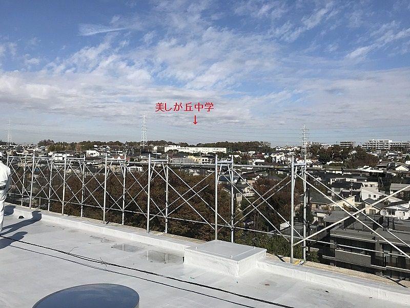 たまプラーザ団地の屋上からの美しが丘小学校方向の眺望
