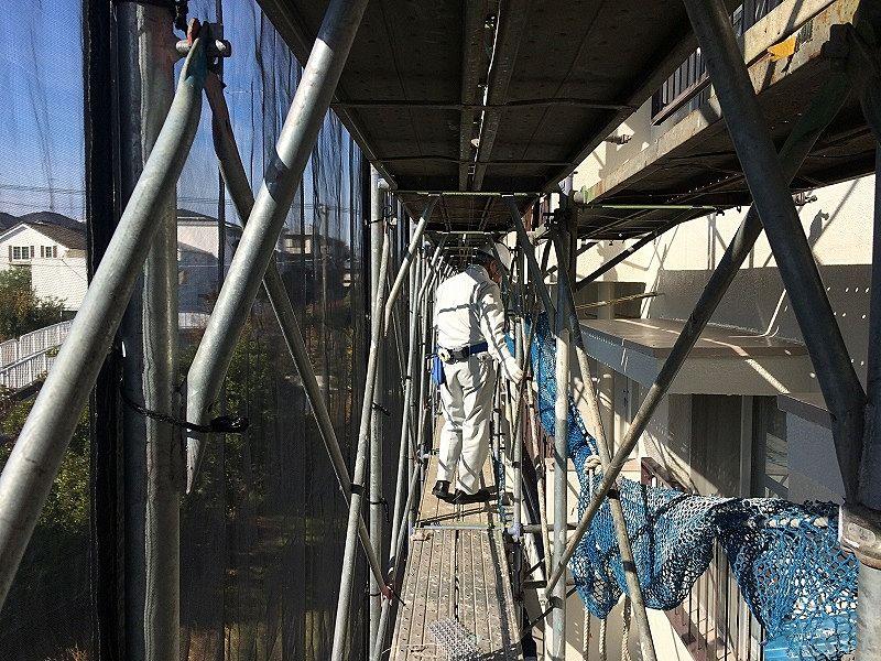 たまプラーザ団地大規模修繕工事の足場の様子