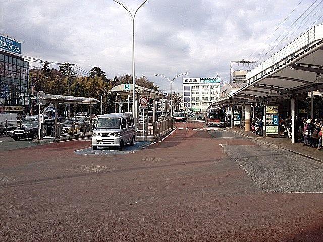 あざみ野駅西口・バスターミナルの様子です。