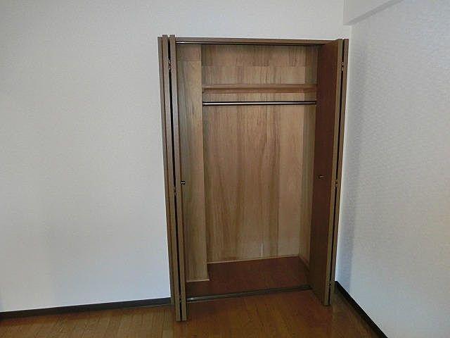パークビレッジの玄関横洋室のクローゼットの内部