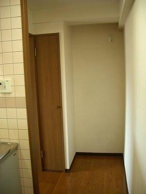 美しが丘4丁目の『賃貸』マンション パークビレッジの空き部屋201号室のキッチン・冷蔵庫置場です。 空室につき入居者募集中!