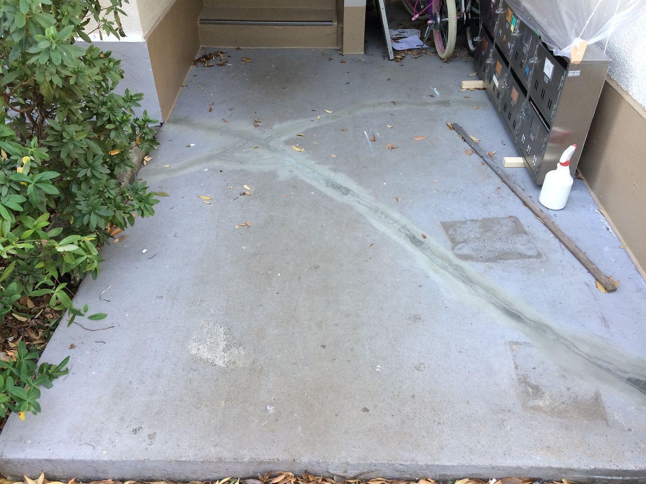 共用部の1階踊り場のひび割れも補修