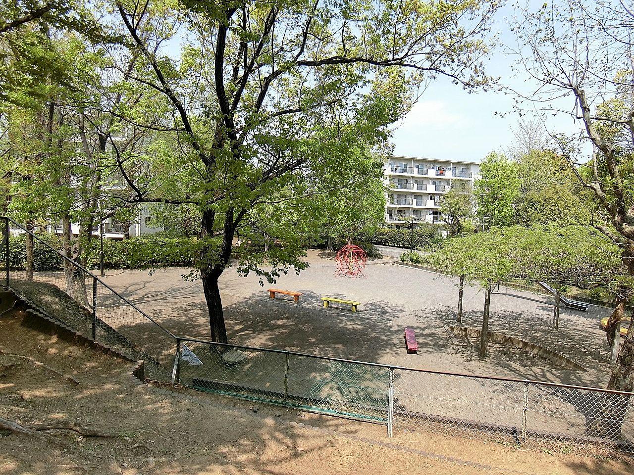 たまプラーザ団地の敷地内の三角公園