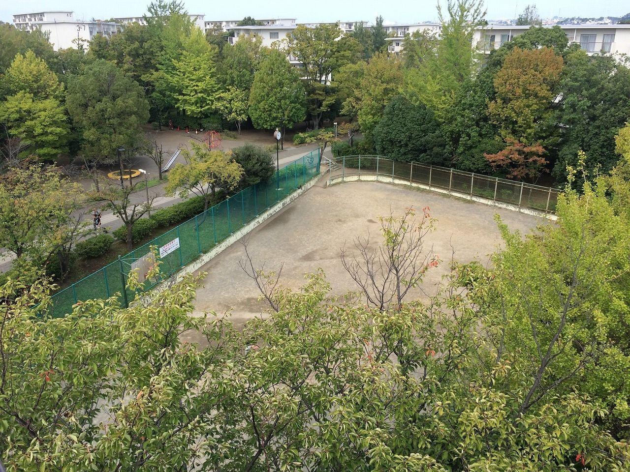 たまプラーザ団地の三角グラウンドと三角公園