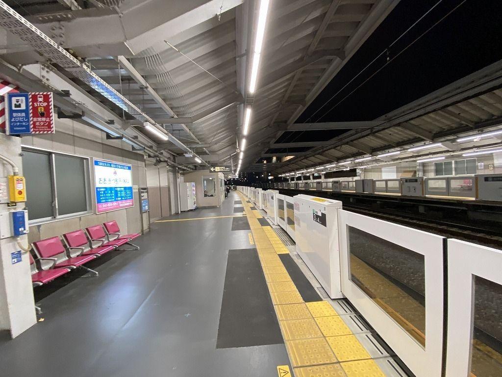 藤が丘駅のホームドアー 渋谷方向 上り方向