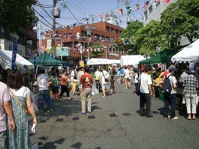 2012年たまプラーザ夏まつり たまプラーザ駅前通り商店会の様子です。