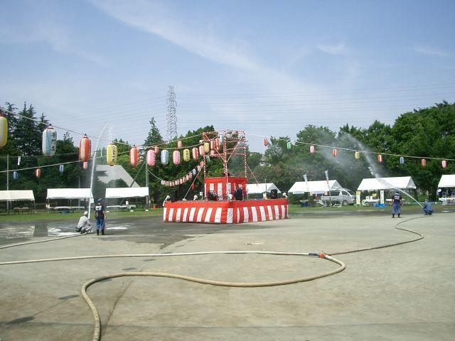 2012年たまプラーザ夏まつり 盆踊り会場(美しが丘公園・グラウンド) 水撒き