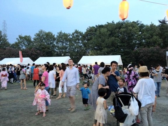 2013年たまプラーザ夏まつり 盆踊り会場の美しが丘公園