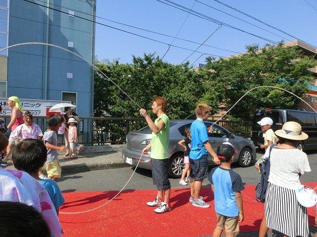 たまプラーザ夏まつり・たまプラーザ駅前通り商店会の縄跳び