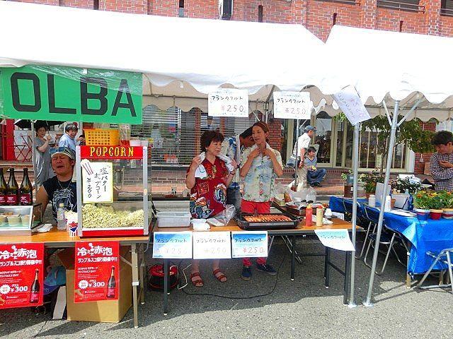 2015年のたまプラーザ夏まつりのたまプラーザ駅前通り商店会の様子です。