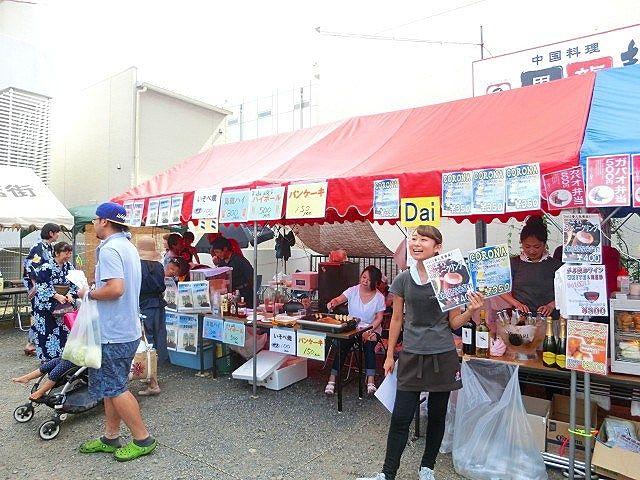 2015年のたまプラーザ夏まつりのたまプラーザ中央商店街の様子です。