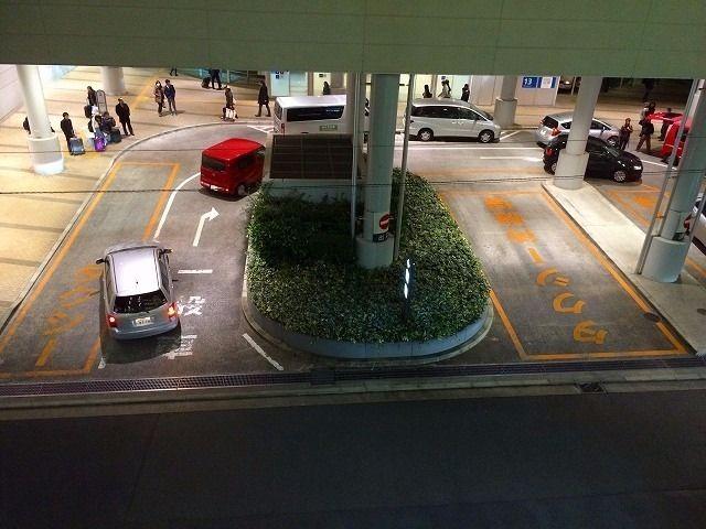 たまプラーザ駅南口タクシー乗り場の一般車が乗り入れする様子