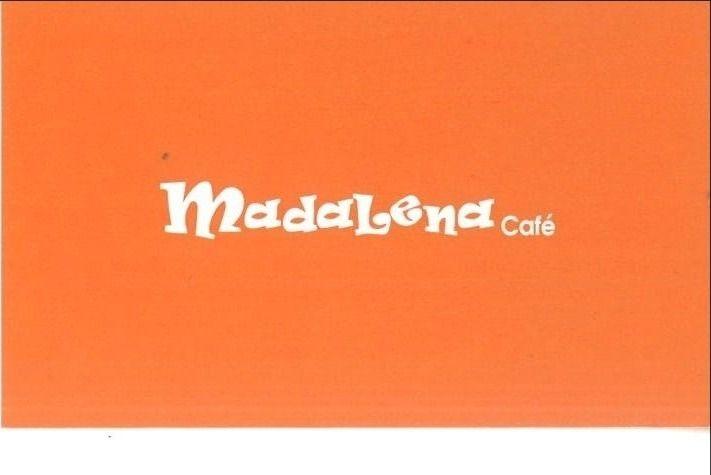 「Madalena Cafe」(マダレーナ カフェ) の名刺の表 店のロゴマーク