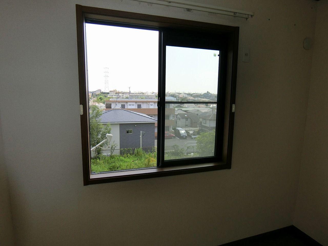 「パークテラスあざみ野」E棟の2階5.2帖の眺望