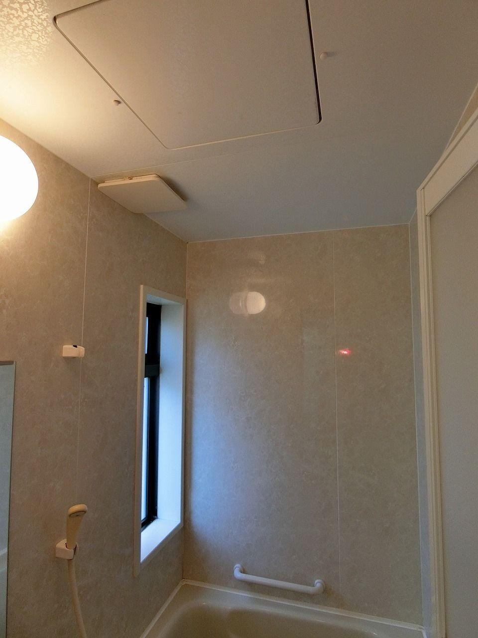 「パークテラスあざみ野」E棟の浴室の様子です。浴室の天井部分です。