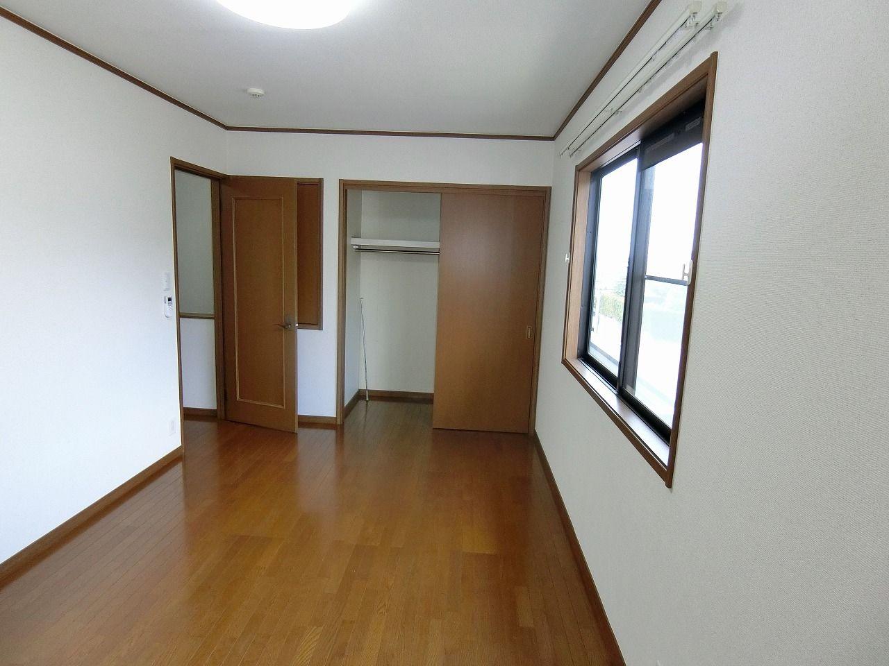 「パークテラスあざみ野」E棟の2階7.5帖収納方向