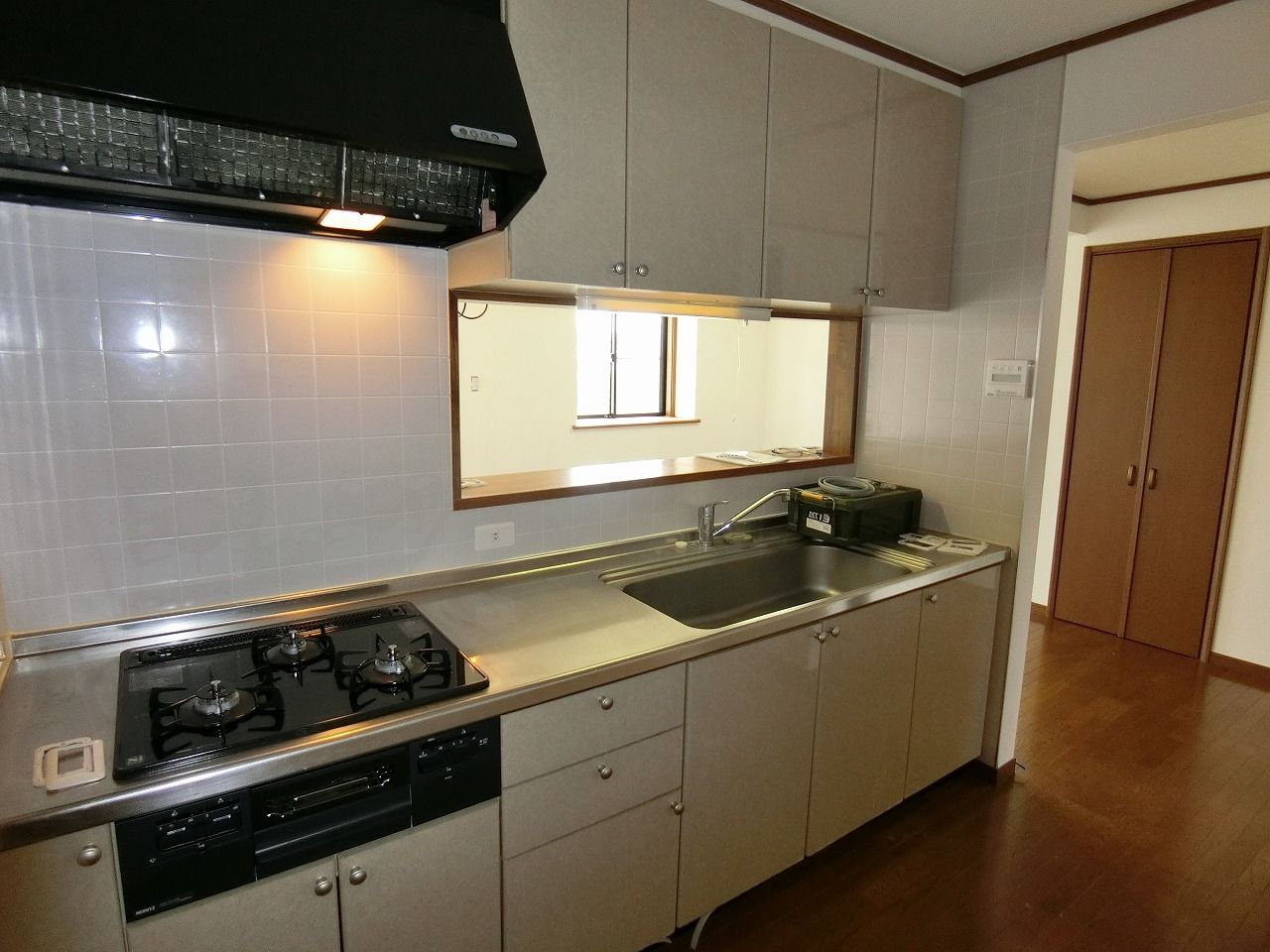 「パークテラスあざみ野」E棟の独立キッチン・システムキッチン