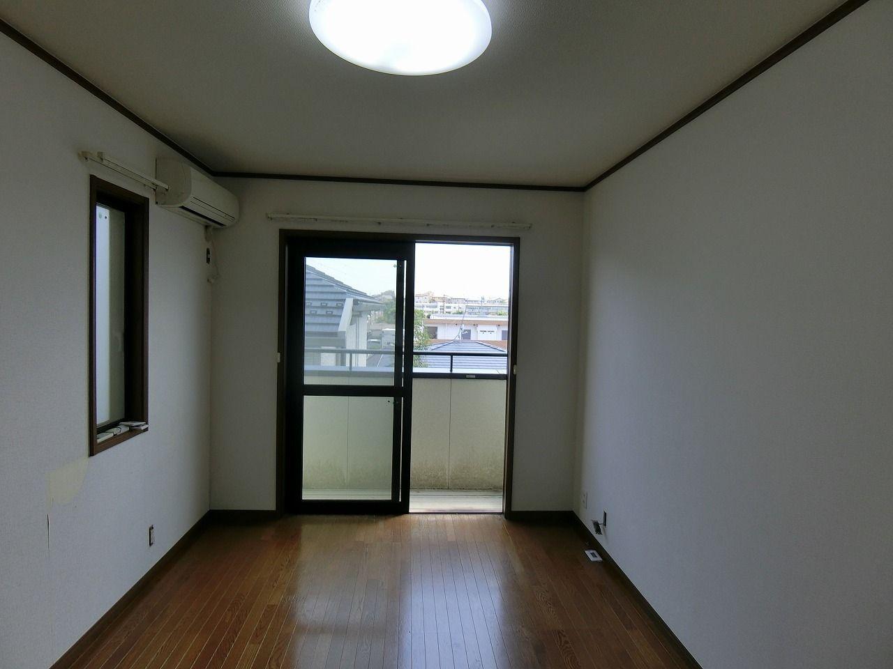 「パークテラスあざみ野」E棟の2階6.7帖窓方向