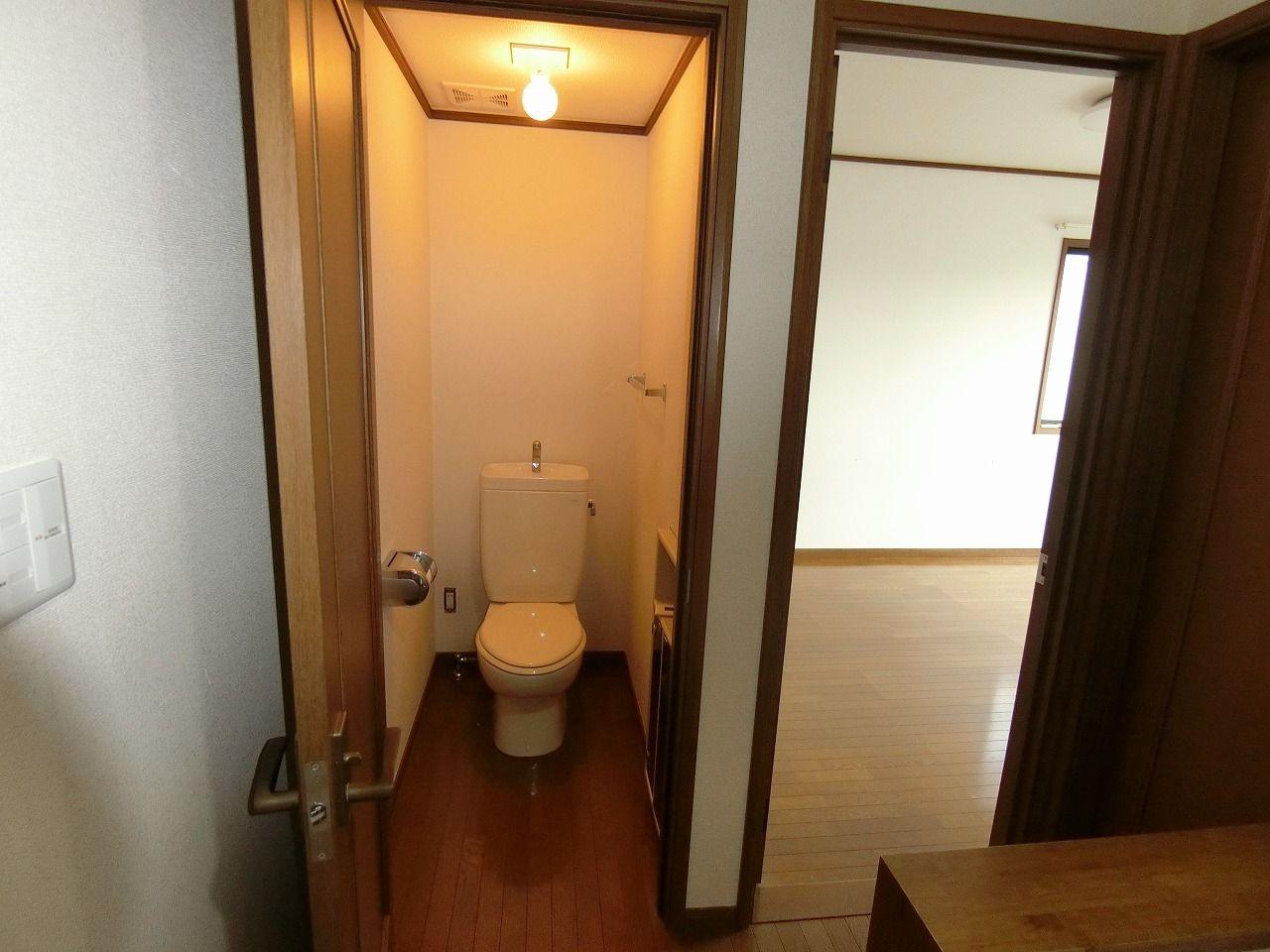「パークテラスあざみ野」E棟の2階のトイレ