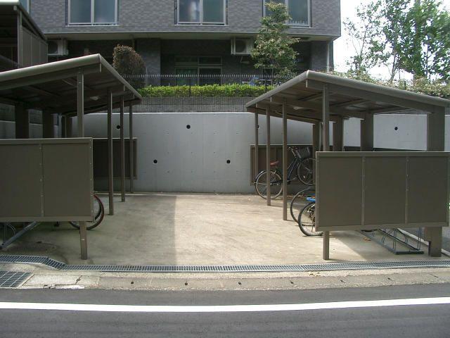 「フェアライフあざみ野」の屋根付き駐輪場