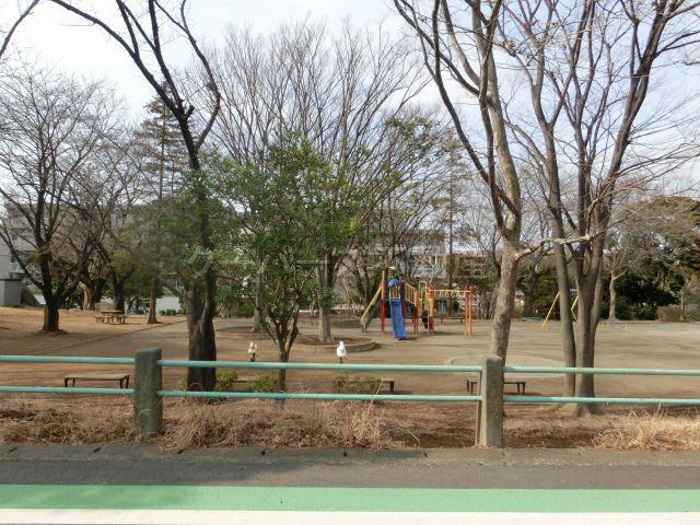 マンション目の前のあざみ野四丁目南公園