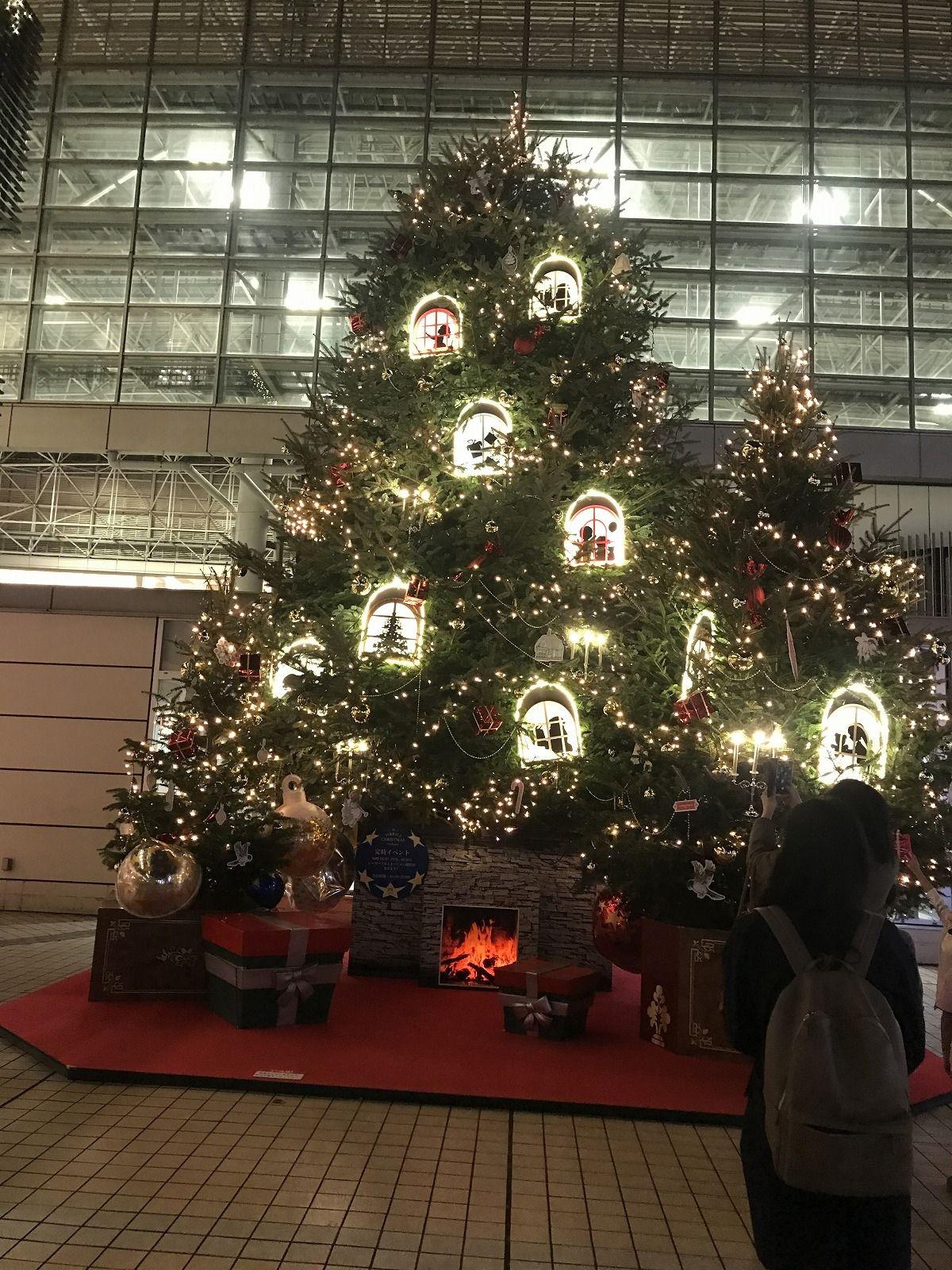 たまプラーザ駅のクリスマスツリー