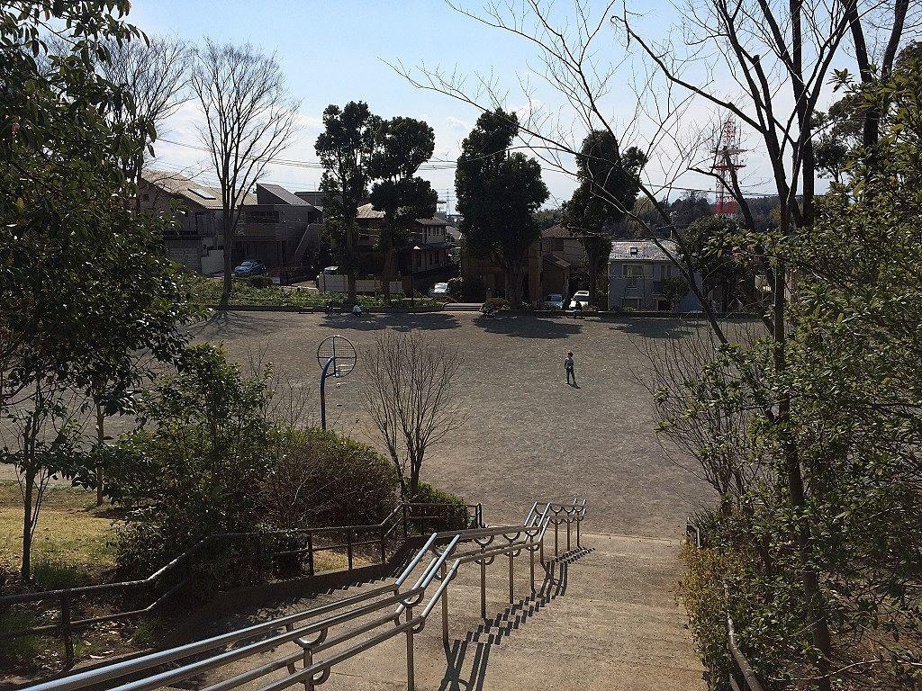 横浜市青葉区美しが丘4丁目の山内公園のグラウンド