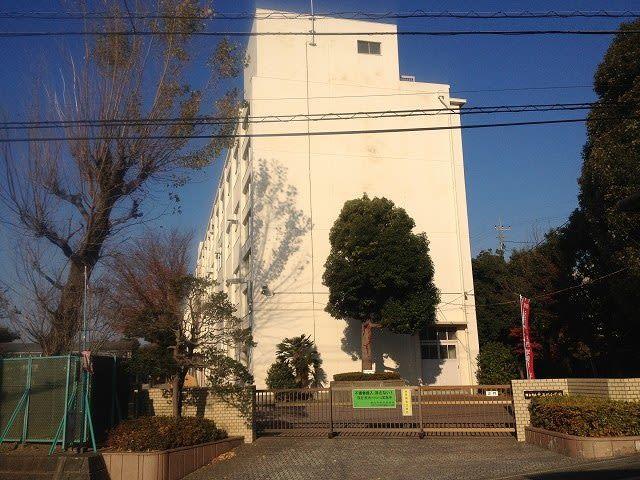 2013年12月2日 今朝の元石川町です!ちょうど、始業のチャイムが鳴ってました!