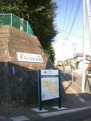 2007年10月4日むかつて左が西門・右が正門です。