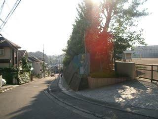 2007年10月4日正門側の住宅街