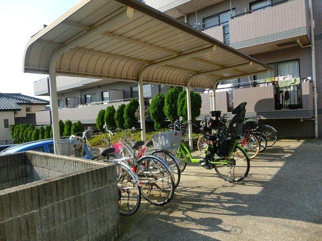 美しが丘4-22-5の賃貸マンションのアドバンスヴィラの屋根付き駐輪場