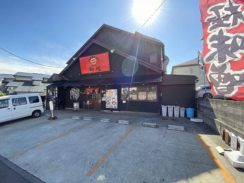 横浜市青葉区美しが丘西1-9-15のラーメン屋「初代」の店舗外観