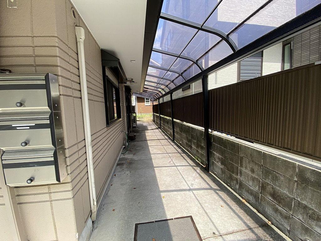 青葉台・桜台のクロワールワン1階店舗の様子