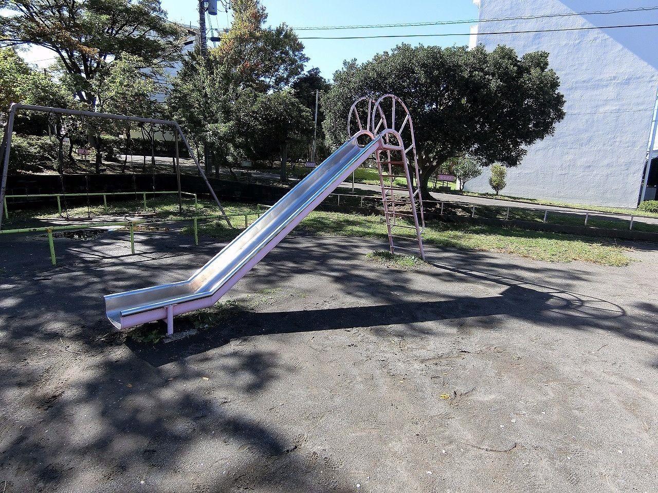 ドーナッツ公園・たまプラーザ団地(敷地内)のすべり台