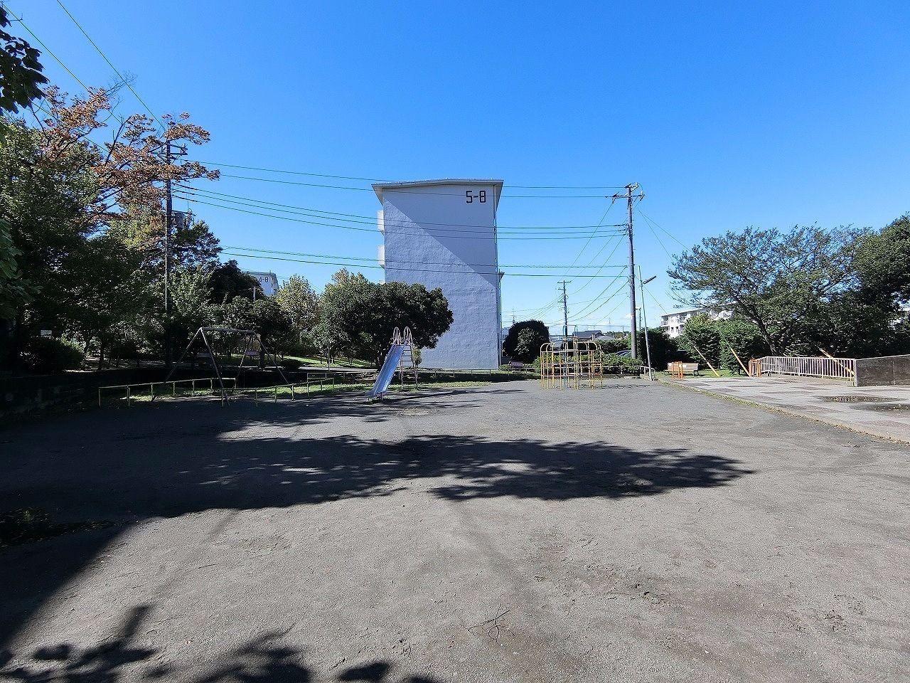 ドーナッツ公園・たまプラーザ団地(敷地内)周辺環境の様子です。
