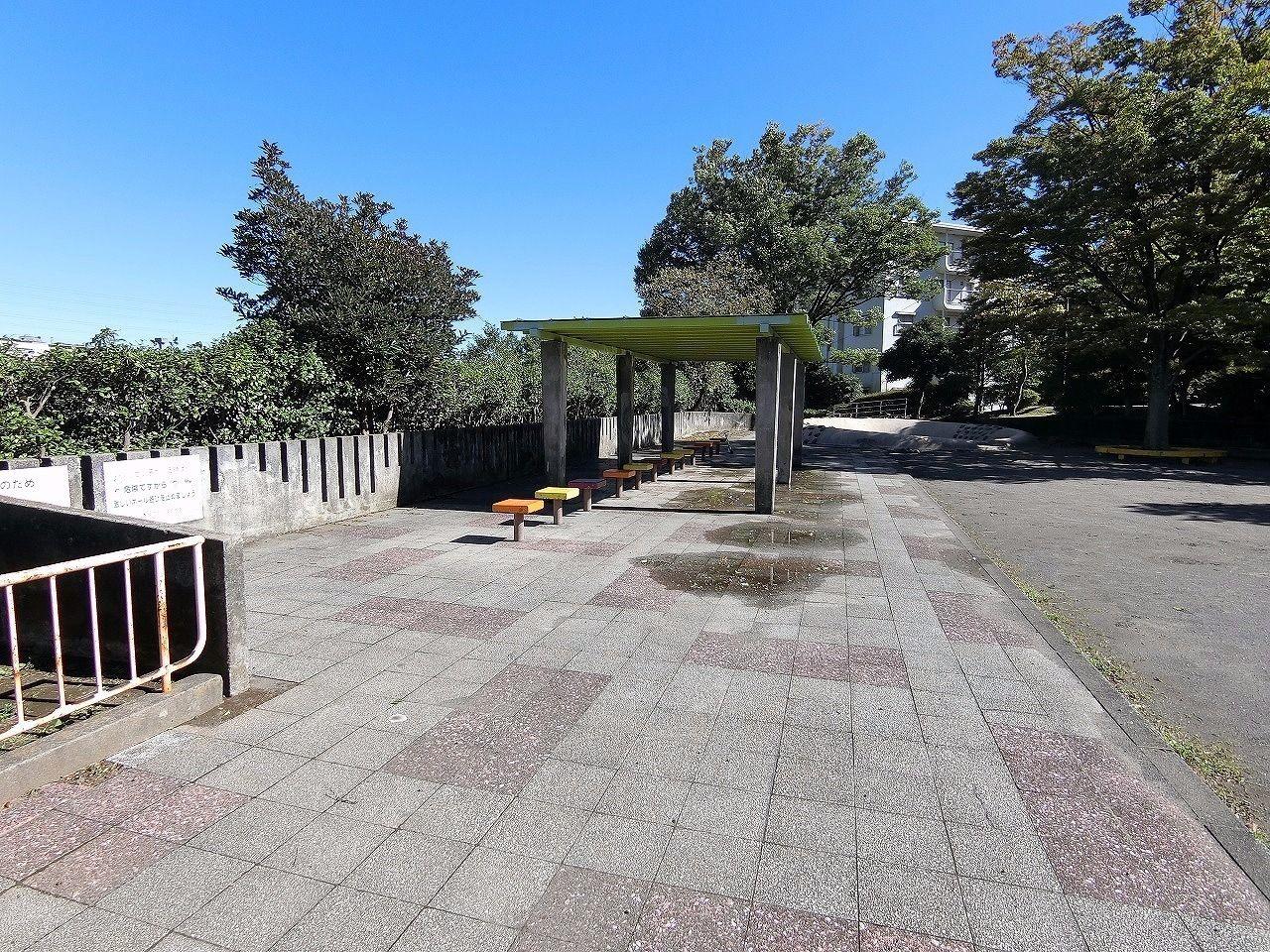 ドーナッツ公園・たまプラーザ団地(敷地内)ベンチ