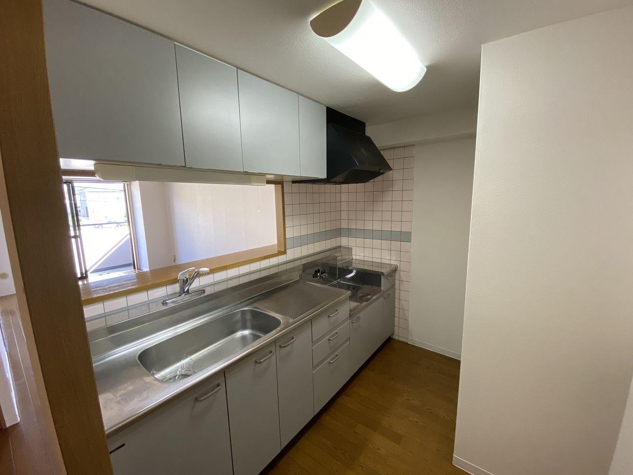 横浜市青葉区美しが丘4-22-5・「アドバンスヴィラ」201号室・カウンター・キッチン内