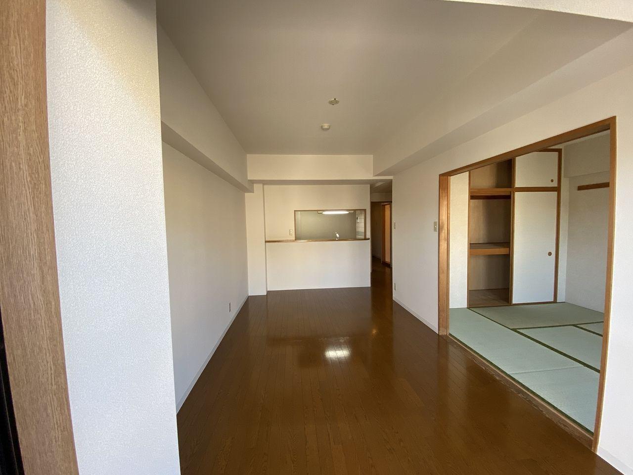 横浜市青葉区美しが丘4-22-5・「アドバンスヴィラ」201号室・カウンター・キッチン方向