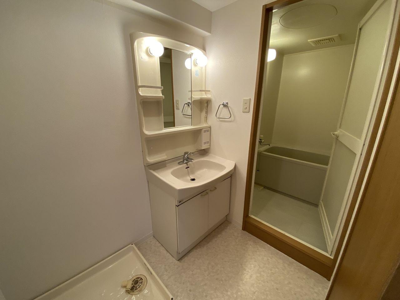横浜市青葉区美しが丘4-22-5・「アドバンスヴィラ」・洗面化粧台
