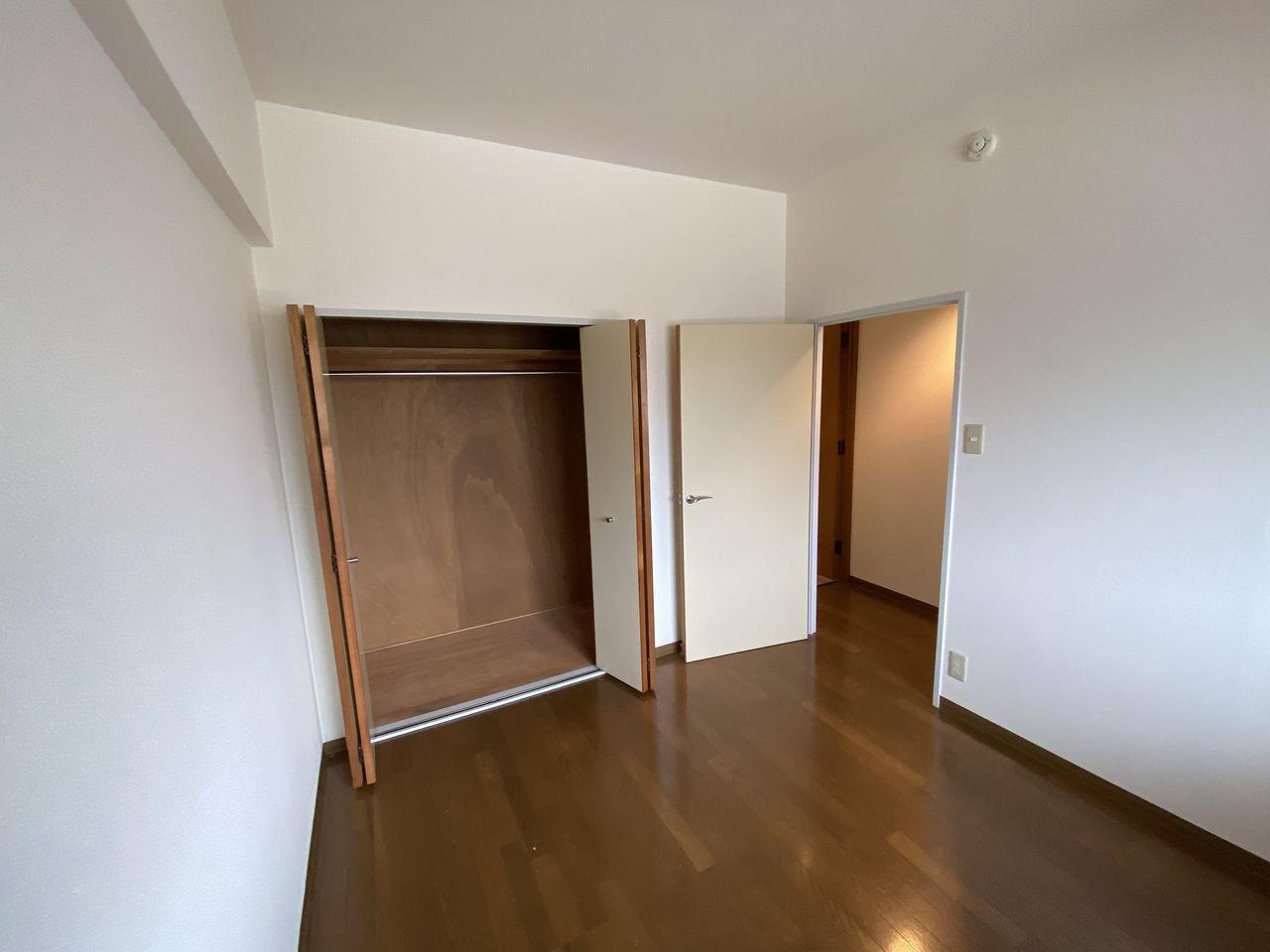 EV付たまプラーザ駅2分のマンションの第5正美ビルのクローゼット方向
