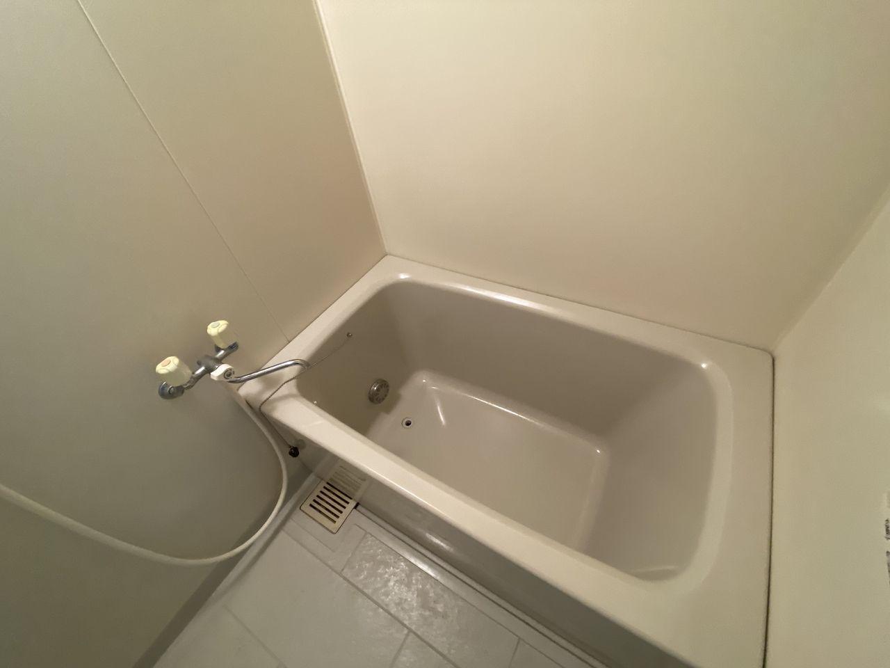 EV付たまプラーザ駅2分のマンションの第5正美ビルの追い焚き機能付の浴槽です。