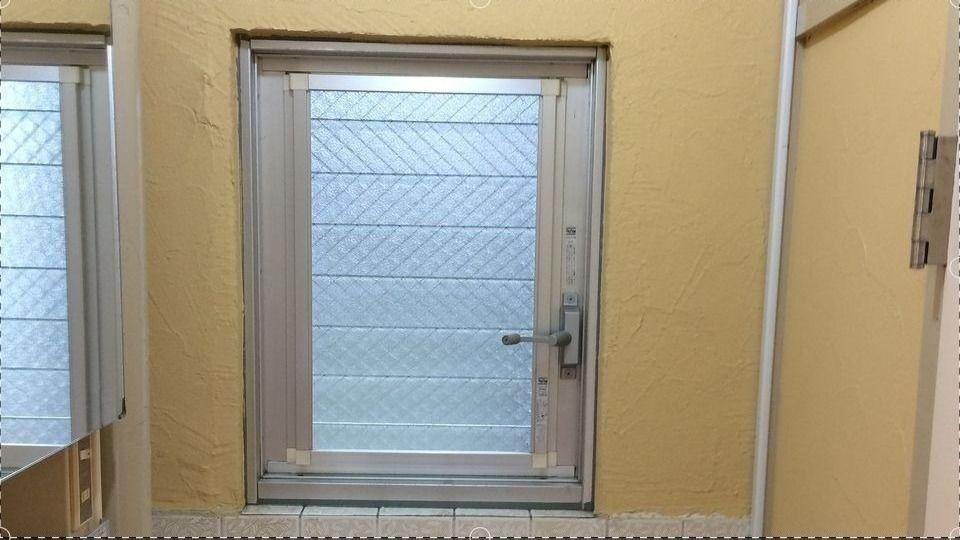 たまプラーザ団地の洗面台のジャロジー窓