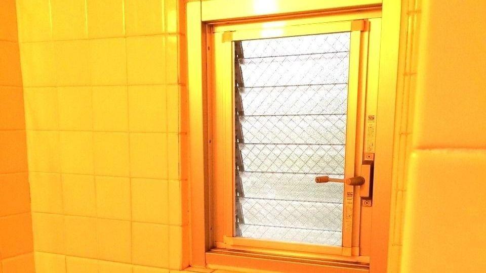 たまプラーザ団地の浴室のジャロジー窓