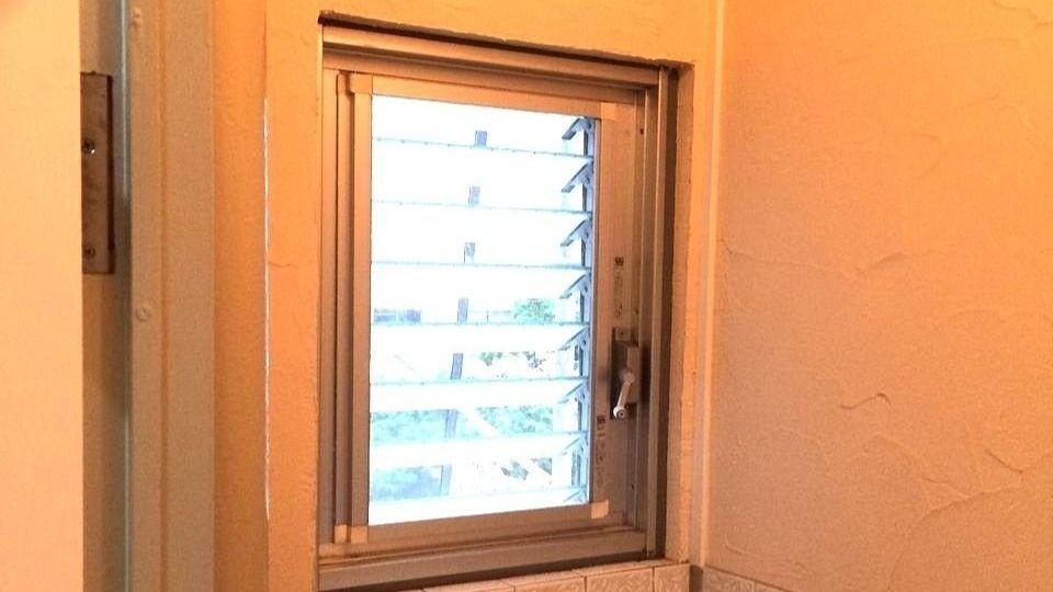 たまプラーザ団地のトイレのジャロジー窓